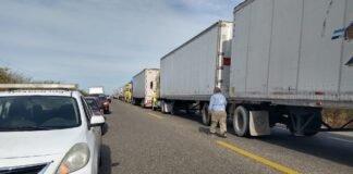 Por segundo día consecutivo bloquean carretera en Istmo de Tehuantepec