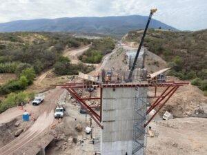 Segego y funcionario federal supervisan avances de autopistas en Oaxaca
