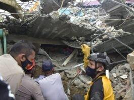 Terremoto de 6.2 deja 34 muertos en una isla de Indonesia